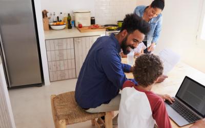 Cinq conseils importants pour appliquer le rôle parental à l'univers numérique