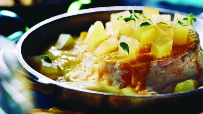Recette : Fromage cuit au four avec confit pomme-poire