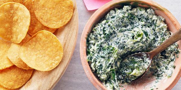 Recette: Trempette crémeuse à l'ail rôti et aux légumes-feuilles