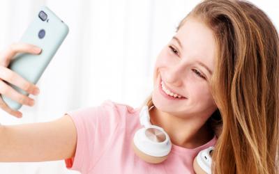 80 % des jeunes Canadiennes ont recours à des applications de retouche photo dès l'âge de 13 ans